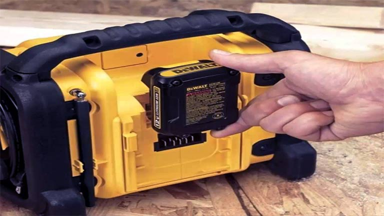 Common Maintenance and Safety Issues of A Jobsite Radio
